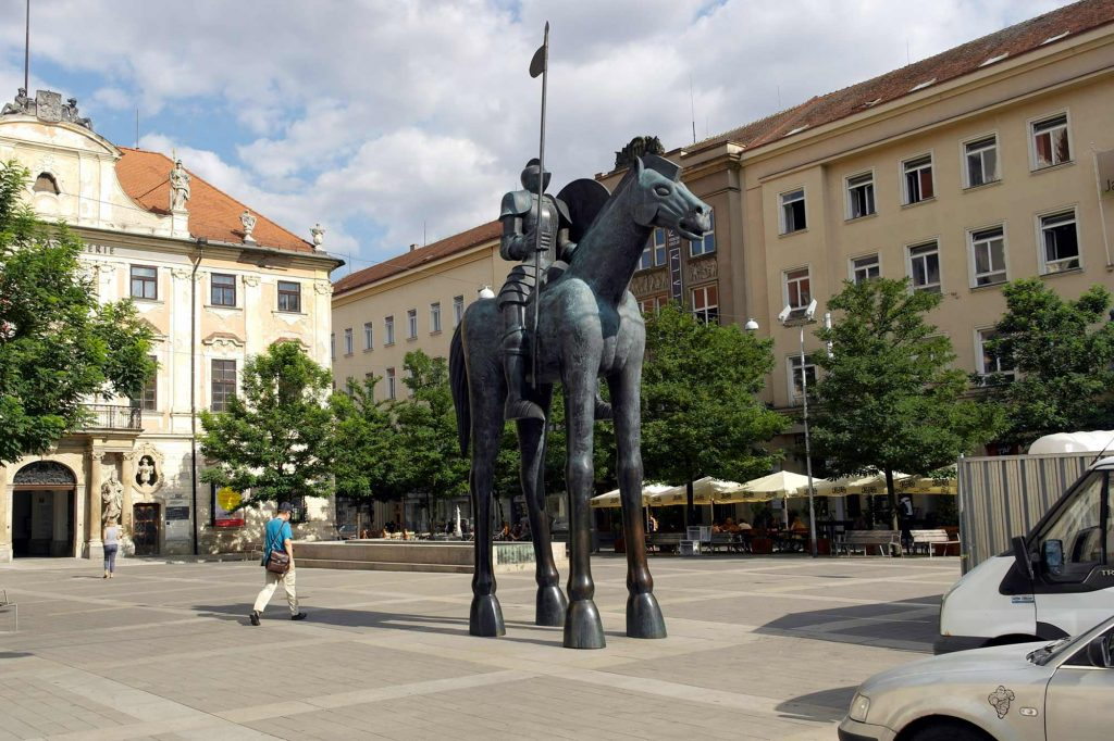 A statue of a soldier on a horse